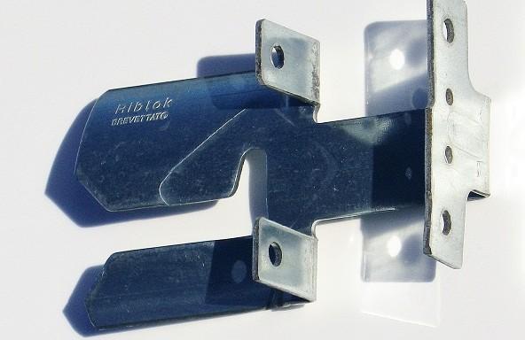 Clip pour rénovation toiture fibrociment